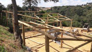 Estrutura em toras de eucalipto